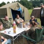 Fröhliche Frühstücksrunde im BIWAK. Gestärkt ging`s dann weiter zur Ausfahrt im Konvoi.