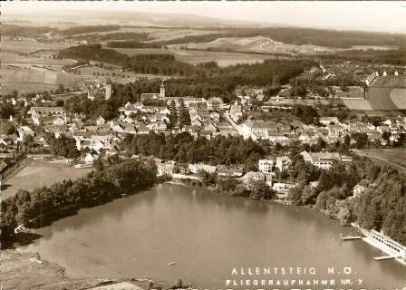 Stadt Allentsteig mit Blick auf den See und Bad  Foto Grüll